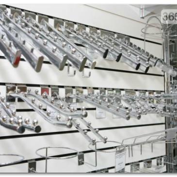 Современное торговое оборудование для кожгалантереи